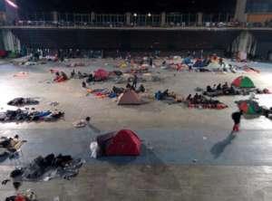 Uchodźcy koczują na stadionie w Atenach/facebook.com