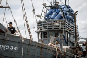 Tajlandzka branża połowowa to koszmar, 68% z 800 tysięcy pracowników doświadczyło przemocy fizycznej, 23% było zamykanych na klucz w sytuacji spiętrzenia prac, 10% próbowało ucieczki źródło: https://www.facebook.com/ejfoundation
