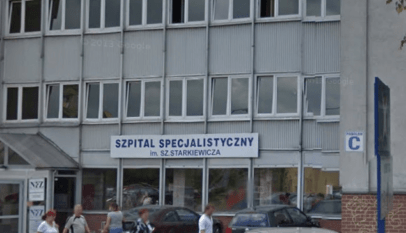 Widok na wejście do szpitala im. Sz. Starkiewicza w Dąbrowie Górniczej. / Źródło: zrzut ekranu z Google.StreetView