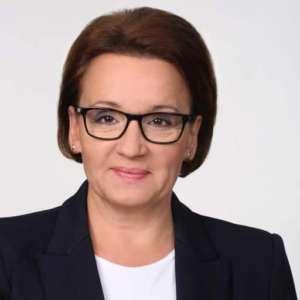 Minister Anna Zalewska broniąc katechetki wykazała swoją niezdolność do przemyślenia wybitnie ideologicznej roli katechezy w szkołach źródło: twitter