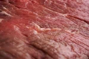Mięso z nielegalnego uboju trafia bez przeszkód na polski rynek - alarmuje NIK. fot. wikimedia commons
