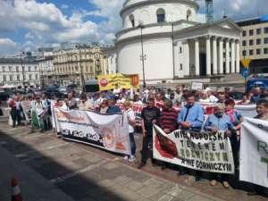Mieszkańcy wielkopolskich powiatów protestowali dziś pod siedzibą NN / fot. Marek Matczak