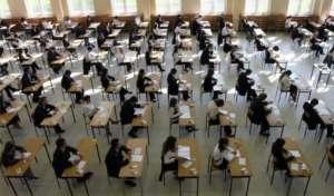 Uczniowie II Liceum w Gorzowie Wlkp podczas egzaminu maturalnego. Czy już niebawem w maturzyści będą mogli zdawać religię? / flickr.com