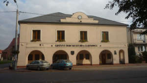 Budynek Gminnego Ośrodka Kultury w Żarnowcu/ google.maps