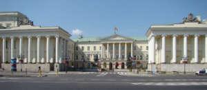 W warszawskim ratuszu, podobnie jak w urzędach dzielnic i miejskich spółkach umowy śmieciowe przechodzą już do lamusa / wikipedia commons