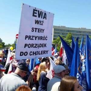 Na demonstracji opozycji antypisowskiej głos zabierał m.in. Grzegorz Schetyna, Bronisław Komorowski i Kamila Gasińska-Pihowicz/facebook.com