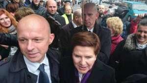 Minister Szałamacha i premier Szydło w czasie kampanii wyborczej; jedną z głównych obietnic PiS było natychmiastowe podniesienie kwoty wolnej od podatku/facebook.com
