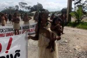 Kobieta z ludu Munduruku na proteście przeciwko budowie tamy Belo Monte/flickr.com/Ocupacao Munduruku