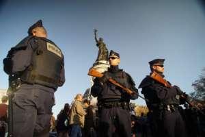 Francuska policja nadużywa przemocy wobec protestujących w obronie prawa pracy/wikimedia commons
