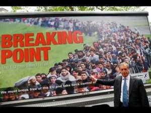 """Plakat z kampanii """"leave"""" i Nigel Farage, główny wygrany Brexitu/youtube.com"""