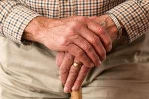 """Seniorów """"naciąga się"""" na kupno przeróżnych produktów, od parafarmaceutyków po sprzęty AGD. fot. pexels.com"""
