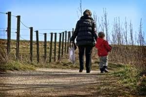 pixabay.com/pl/para-matka-dziecko-rodzice-antranias/