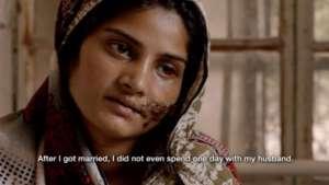 """Kadr z filmu """"Dziewczyna w rzece"""", pakistańskiego dokumentu o zabójstwach honorowych, który zdobył Oscara za najlepszy krótkometrażowy film dokumentalny w 2016 roku/youtube.com"""
