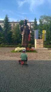 Statua Jezusa przy parafii na Jeżycach / fot. Filip Stojanowski