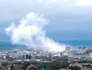 Stolica Norwegii 30 minut po wybuchu ładunków podłożonych przez Breivika w rządowej dzielnicy / wikipedia commons