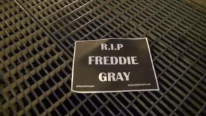 Policjanci nie odpowiedzą za śmiertelne pobicie 25-letniego Freddiego Graya/wikimedia commons