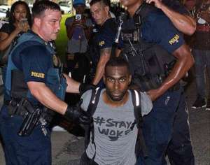 Aresztowanie DeRaya Mckessona, działacza Black Lives Matter/facebook.com