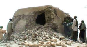 Dżihadyści z Mali po dokonaniu dzieła zniszczenia / fot. 20read.com