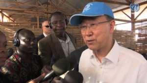 Ban Ki-moon, sekretarz generalny ONZ, z wizytą w placówce UNMISS w lutym br./youtube.com
