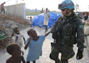 Członek misji pokojowej na Haiti, marzec 2010/wikimedia commons