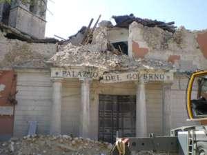 Jak dotąd odnaleziono 247 ciał jednak liczba ofiar śmiertelnych trzęsienia ziemi prawdopodobnie będzie rosnąć/wikimedia commons