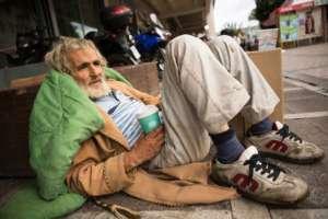 Bezdomny na ulicy w Salonikach/ kallekoponen.net