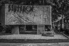 Pomnik, pod którym odbyły się feralne uroczystości, fot. wikimedia commons