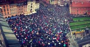 Tysiące osób protestowały przeciwko ustawie Ordo Iuris, która została dzisiaj odrzucona w Komisji Sprawiedliwości głosami PiS/facebook.com
