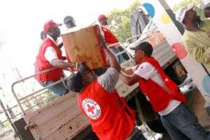 Międzynarodowa Federacja Czerwonego Krzyża i Czerwonego Półksiężyca rozdaje żywność ocalałym z huraganu na Haiti/facebook.com