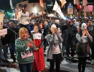 Manifestacja przeciwko prezydent w Seulu/ fot. Twitter/Giles Hewitt