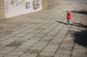 Szanse na zamknięcie domów dziecka i przeniesienie całej pieczy na rodziny zastępcze są niewielkie/pixabay.com