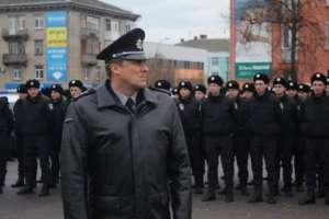 Wadim Trojan na czele oddziału policji. / Źródło: Facebook
