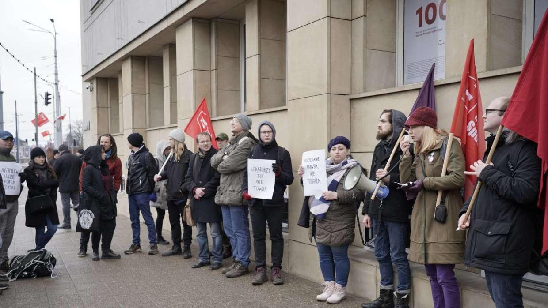 Przeznaczenie bez kojarzenia cotygodniowych strajków
